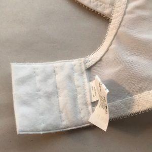 d2873c234d393 Bali Intimates   Sleepwear - NWT Bali 180 Comfort-u Flower Underwire Bra  White